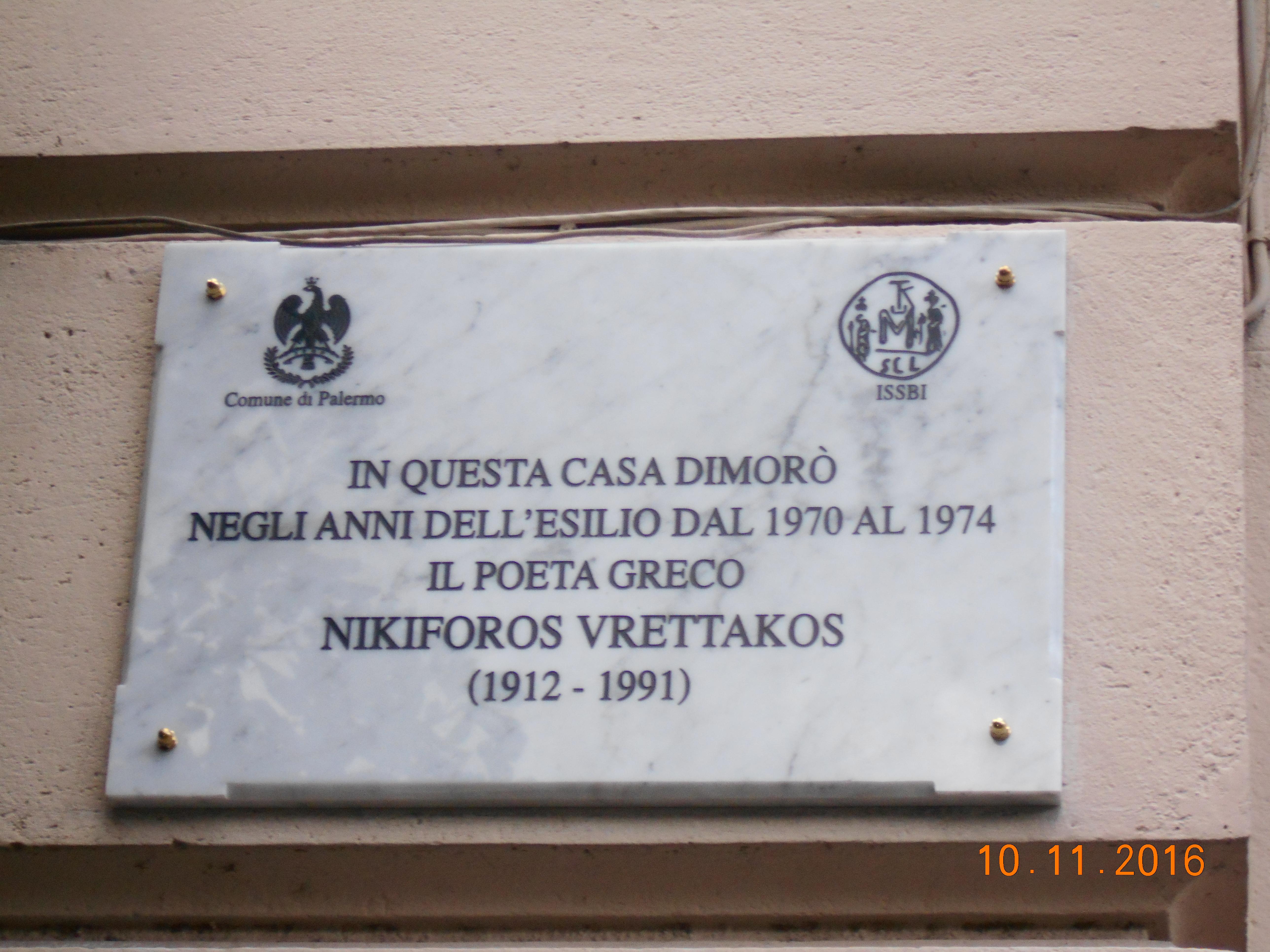 Targa commemorativa del poeta Nikiforos Vrettakos